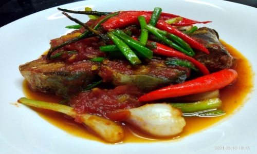 Stew fish with tomato: Daily dish